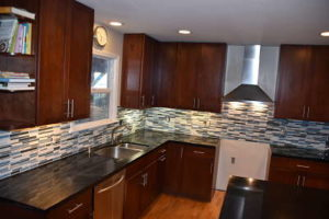 glass_mosaic_tile_backsplash
